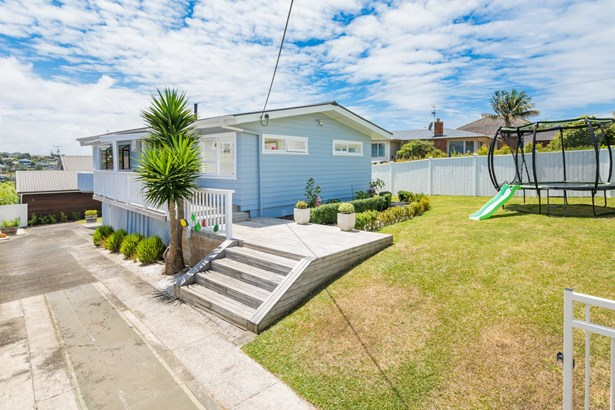 72 Pupuke Road, Hillcrest, Auckland - NZL (photo 2)
