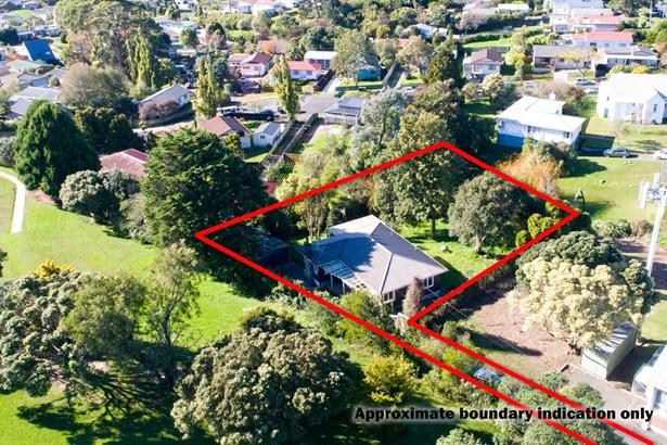 4 Clayburn Road, Glen Eden, Auckland - NZL (photo 2)