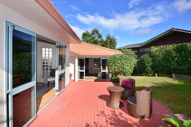 1 Halldene Terrace, Red Beach, Auckland - NZL (photo 4)