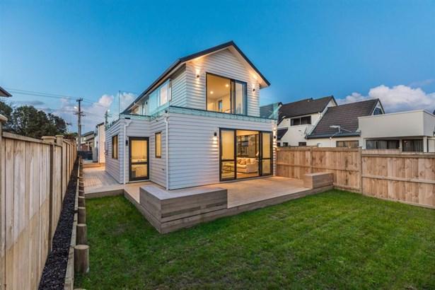 155 Donovan Street, Blockhouse Bay, Auckland - NZL (photo 2)