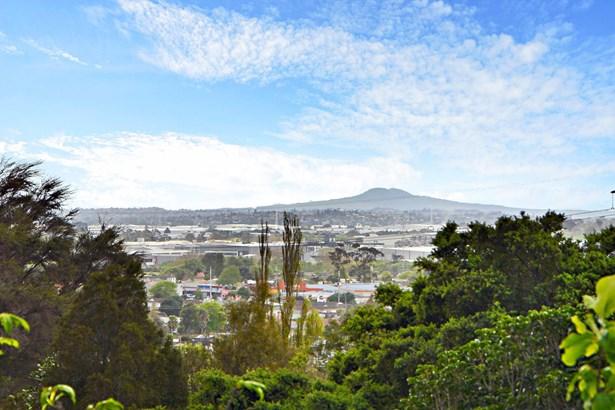 4 San Martin Place, Goodwood Heights, Auckland - NZL (photo 2)