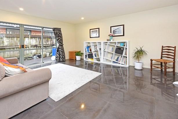 1 Trossach Place, Wattle Downs, Auckland - NZL (photo 2)