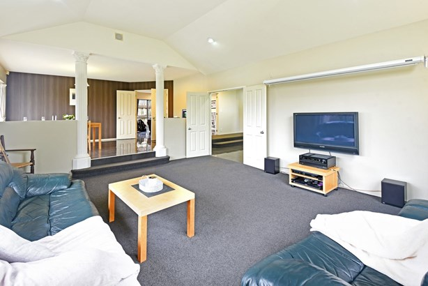1 Trossach Place, Wattle Downs, Auckland - NZL (photo 5)