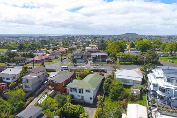 143 Donovan Street, Blockhouse Bay, Auckland - NZL (photo 2)