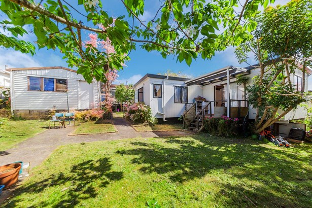 14 & 14a Keystone Avenue, Three Kings, Auckland - NZL (photo 1)