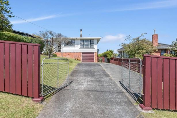 24 School Road, Te Atatu South, Auckland - NZL (photo 2)