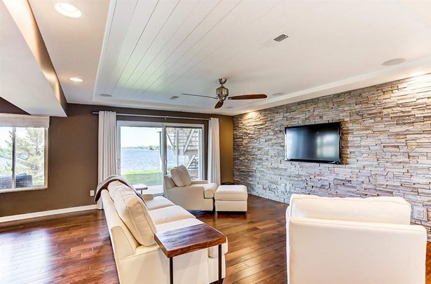 Condo/Attached Walls, Traditional - Syracuse, IN (photo 4)