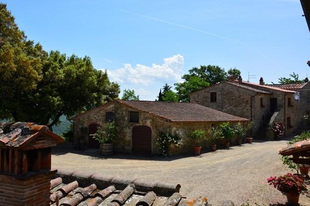Arezzo - ITA (photo 5)