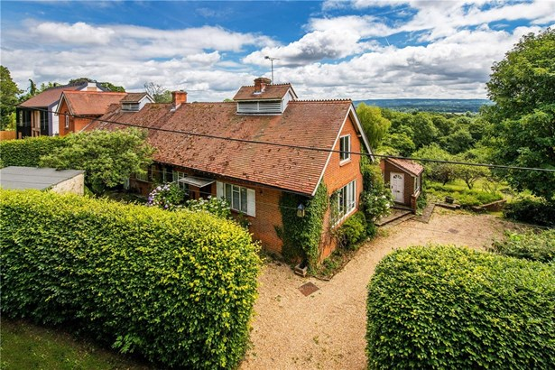 Summerfield Lane, Frensham, Farnham - GBR (photo 1)