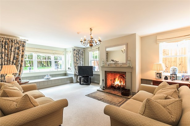 Oakfield Road, Harpenden - GBR (photo 3)