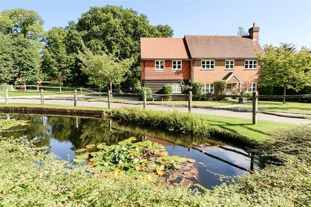 Hurst Park, Midhurst - GBR (photo 1)