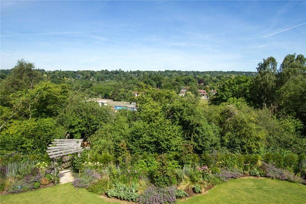 Courts Mount Road, Haslemere - GBR (photo 3)