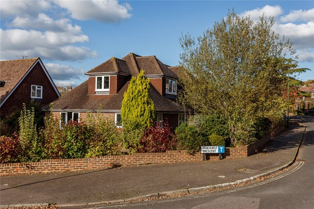 Danehurst Crescent, Horsham - GBR (photo 1)