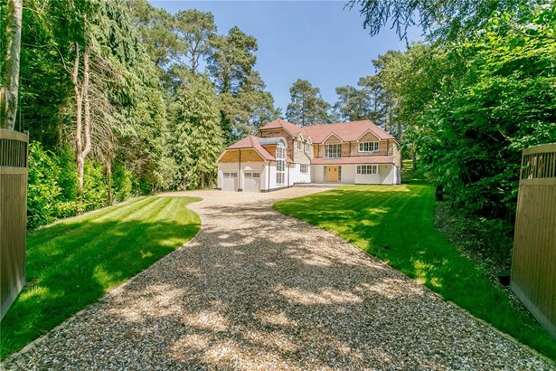 Forest Drive, Lower Bourne, Farnham - GBR (photo 1)