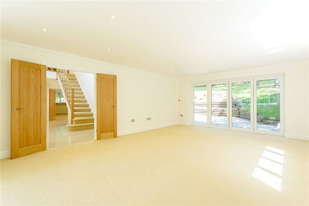 Forest Drive, Lower Bourne, Farnham - GBR (photo 3)