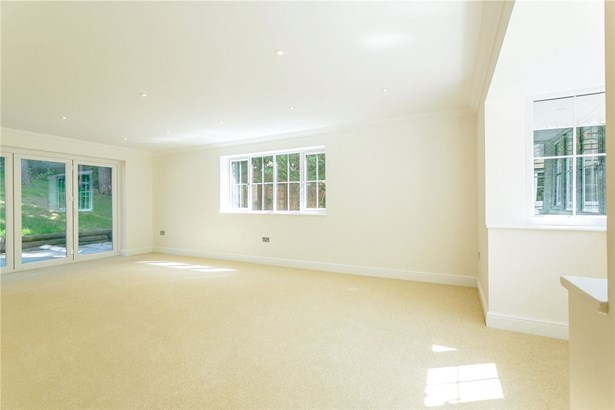 Forest Drive, Lower Bourne, Farnham - GBR (photo 5)
