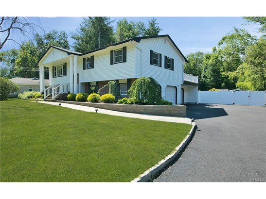 Contemporary,Other/See Remarks,Raised Ranch, Single Family - Suffern, NY (photo 2)