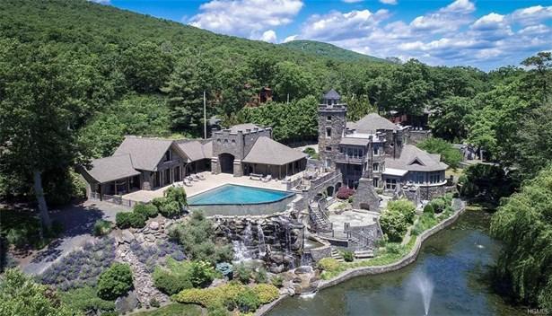 Colonial,Estate, Single Family - Greenwood Lake, NY