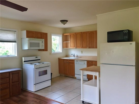 Rental, Colonial,Two Story - Valley Cottage, NY (photo 3)