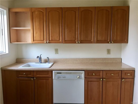 Rental, Colonial,Two Story - Valley Cottage, NY (photo 4)