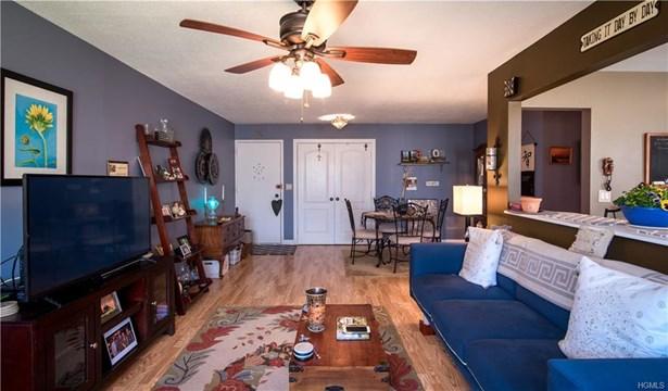 Condominium, Garden Apartment - Valley Cottage, NY (photo 5)