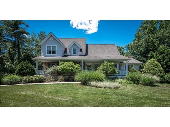 Colonial,Farm House, Single Family - Valley Cottage, NY (photo 2)