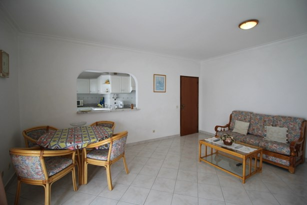 TWO BED APARTMENT IN CENTRAL ALVOR Foto #5 (photo 5)