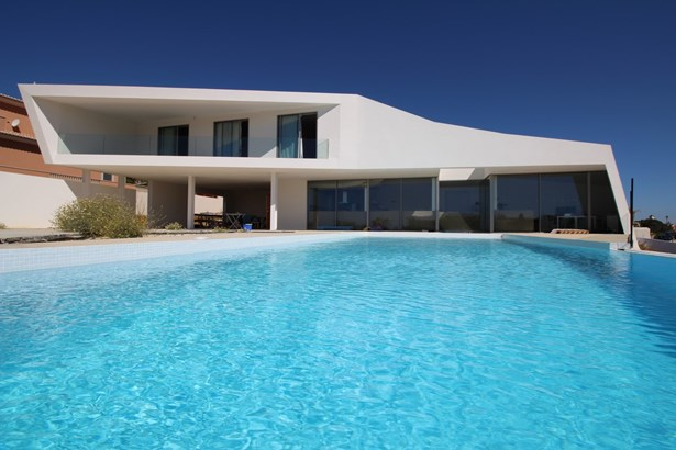 Contemporary real estate marvel in Porto de Mos Foto #1 (photo 1)