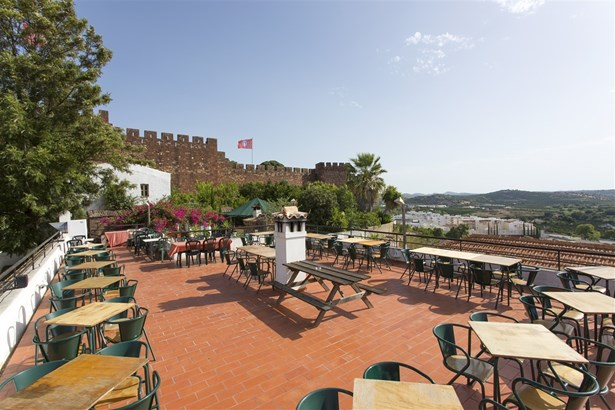 Excellent Freehold Property and Business Investment in Silves Foto #1