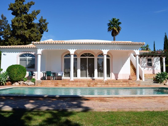 Luxury 3 Bedroom Villa in the Prestigious Golf Resort of Vila Sol Foto #1 (photo 1)