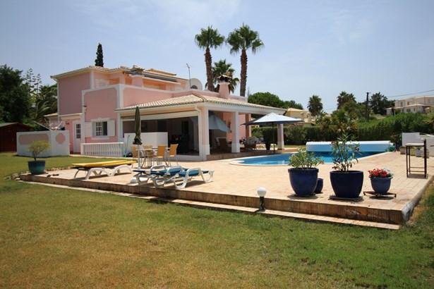 Beautiful 4 Bed Villa in Prestigious Area with Large Plot of Land  Foto #1 (photo 1)
