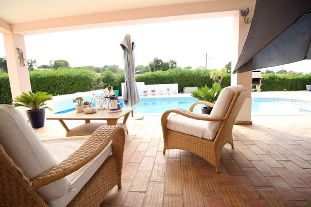 Beautiful 4 Bed Villa in Prestigious Area with Large Plot of Land  Foto #5 (photo 5)