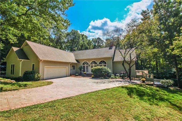 Transitional, Single Family - Lake Wylie, SC (photo 2)