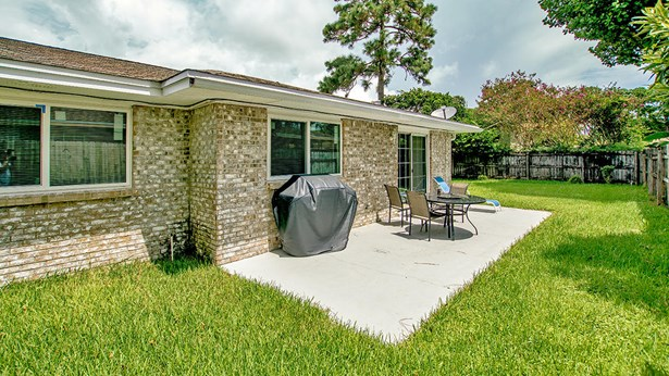 Detached Single Family, Ranch - Shalimar, FL (photo 3)