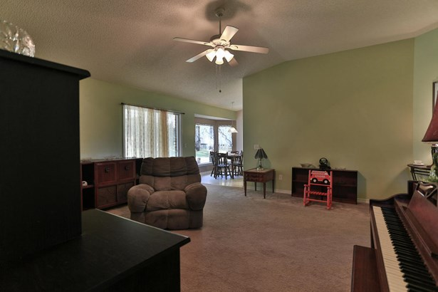 Detached Single Family, Contemporary - Crestview, FL (photo 5)