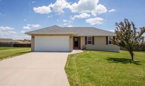 202 North Christopher Lane, Clever, MO - USA (photo 1)