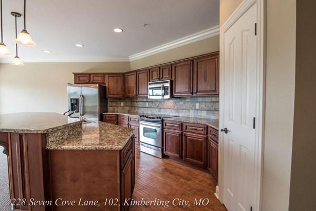 228 Seven Cove Ln #102, Kimberling City, MO - USA (photo 5)
