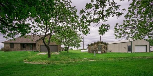 402 Comanche Trail, Sparta, MO - USA (photo 1)