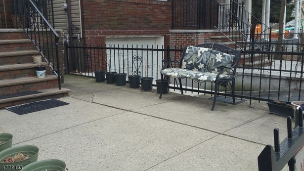 Colonial, Single Family - Jersey City, NJ (photo 1)