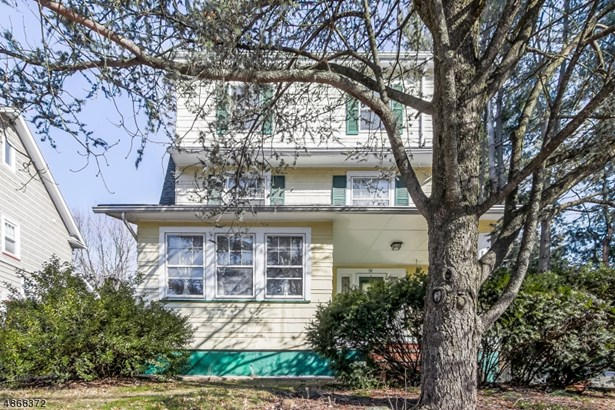 Colonial, Single Family - Maplewood Twp., NJ