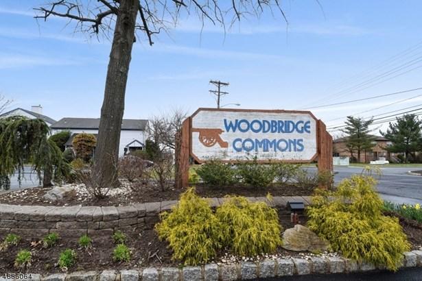 Townhouse-End Unit, Multi Floor Unit, Single Family - Woodbridge Twp., NJ