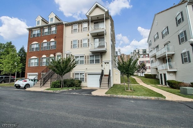 Townhouse-End Unit, Multi Floor Unit, Single Family - Newark City, NJ
