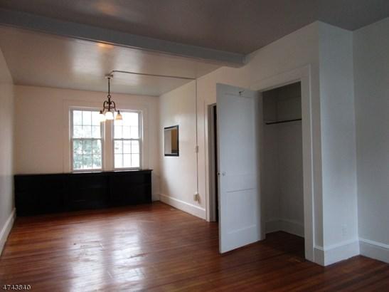 Multi Floor Unit, 3 or More Stories - Linden City, NJ (photo 3)