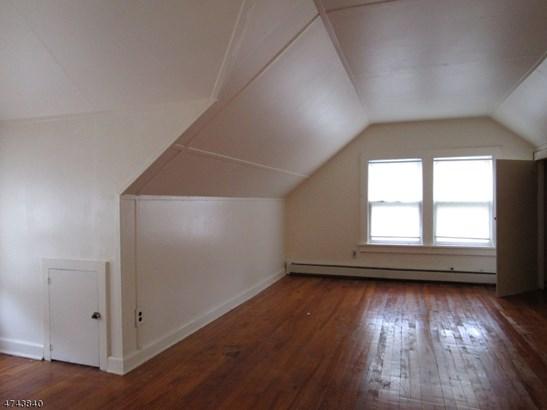 Multi Floor Unit, 3 or More Stories - Linden City, NJ (photo 5)
