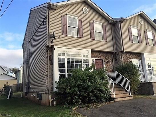 Townhouse-End Unit, Single Family - Carteret Boro, NJ (photo 1)