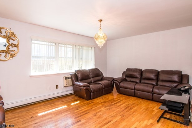 One Floor Unit, Single Family - Nutley Twp., NJ (photo 4)