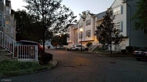 Multi Floor Unit, Townhouse-Interior, Single Family - Rahway City, NJ (photo 2)