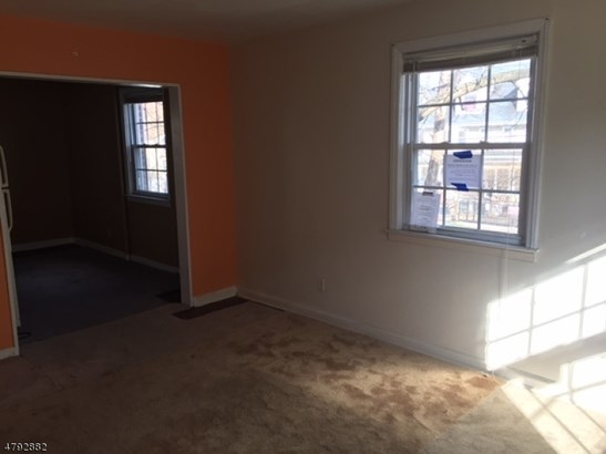 Townhouse-End Unit, Multi Floor Unit, Single Family - City Of Orange Twp., NJ (photo 4)