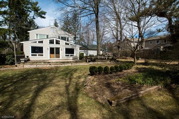 Colonial, Single Family - Livingston Twp., NJ