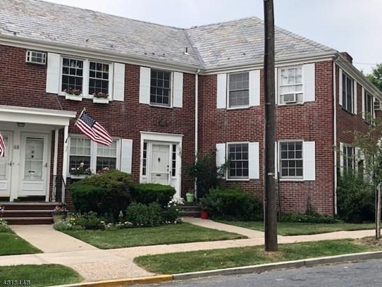 Multi Floor Unit, Townhouse-Interior, Single Family - Maplewood Twp., NJ